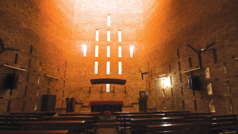 LB-Loyola-Chapel-Double-wall-naturally-lit-chapel.jpg
